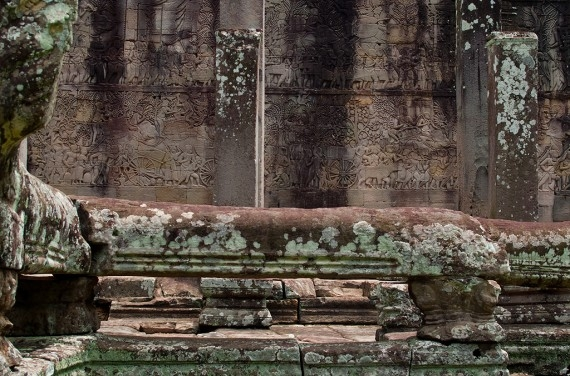 Everyday life represented in a bas-relief at the Bayon