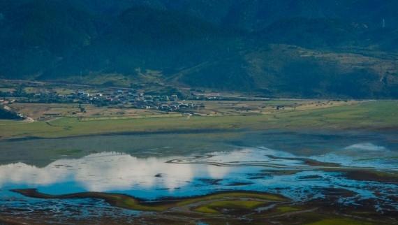 Shangri-La's seasonal lake